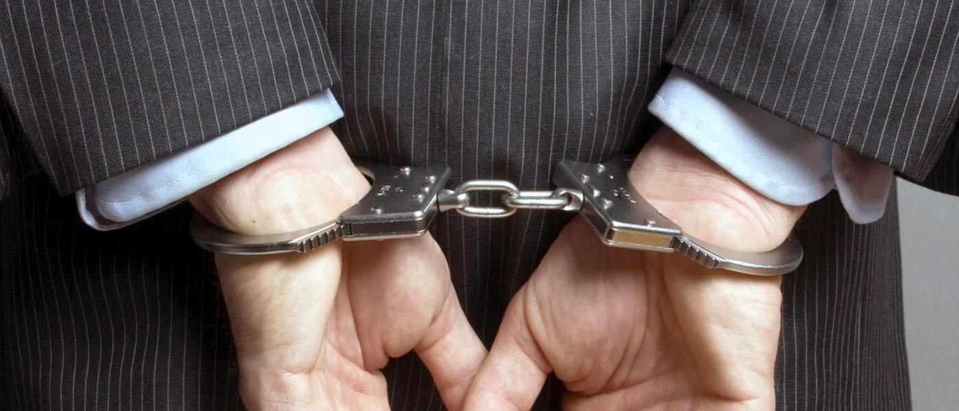 Что делать, если у вас вымогают деньги и угрожают? Куда обратиться за помощью при вымогательстве? Как правильно составить и подать заявление о вымогательстве? Читайте на нашем ресурсе по уголовному праву.