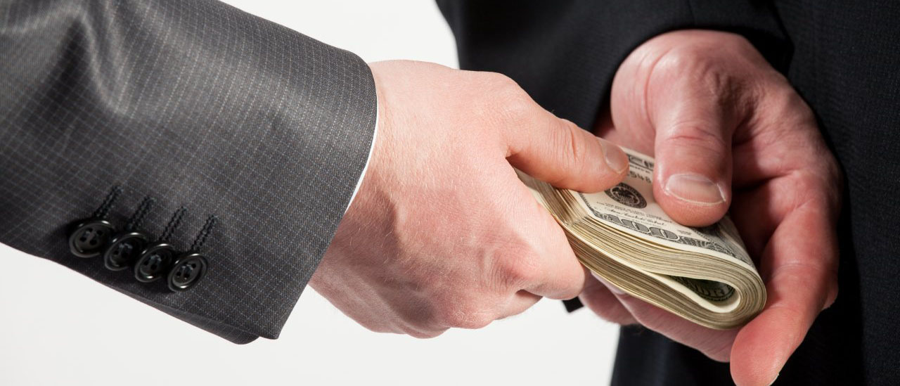 Какая ответственность грозит за дачу взятки должностному лицу? Как доказать факт передачи денег? Можно ли смягчить или избежать наказания за дачу взятки? Расскажут наши опытные юристы по уголовному праву.