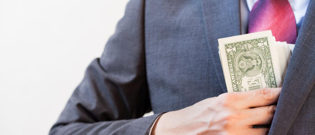 Какая статья УК РФ грозит мошеннику?