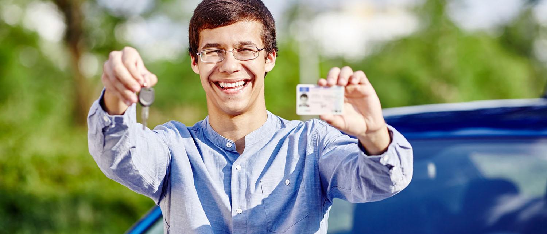 Какую ответственность понесет водитель, если его поймали с поддельным водительским удостоверением?