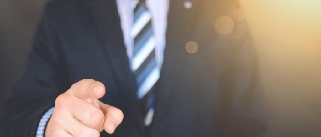 Чем грозит физическому лицу превышение должностных полномочий? Что является квалифицирующим признаком при совершении данного преступления? По какой статье УК РФ наступает ответственность за превышение должностных полномочий? Читайте в нашей статье