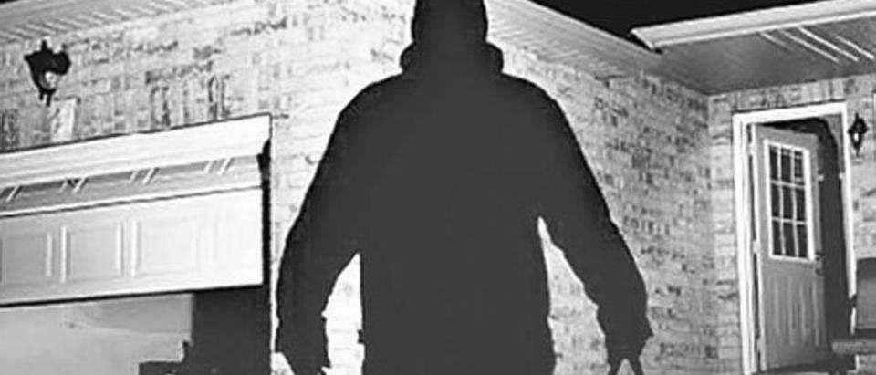 Что считается незаконным проникновением в жилище? Какое наказание ждет преступника по ст. 139 УК РФ? В каких случаях проникновение жилище будет считаться законным? Узнайте на ugolovnichek.ru