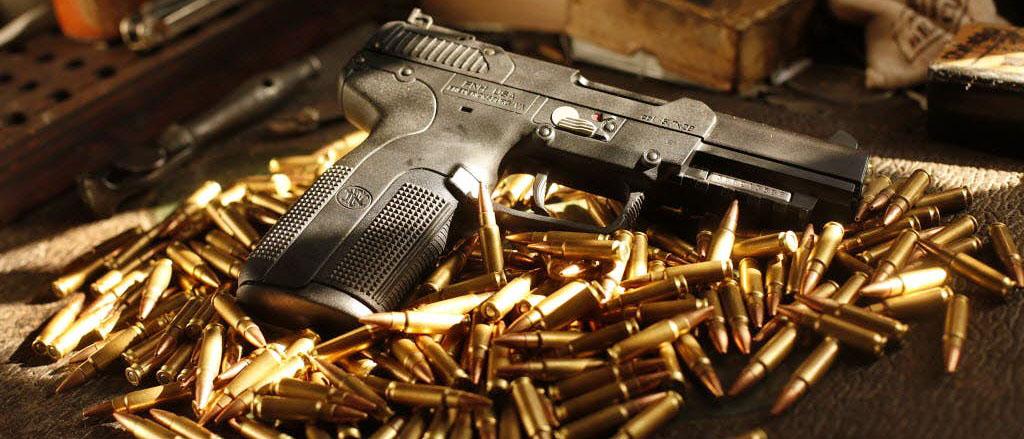 Как УК РФ квалифицирует незаконное хранение оружия и какую ответственность за это предусматривает? Все об ответственности за незаконный оборот оружия по ст. 222 УК РФ читайте на ugolovnichek.ru